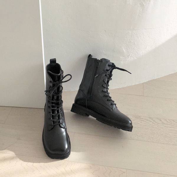 lace up-boots